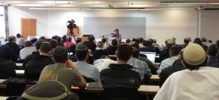 Yeshivat Har Etzion Hears From Dr Levmore on Agunah Prevention