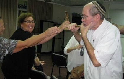 Yom Kippur with the Deaf and Rav Alex Yeres